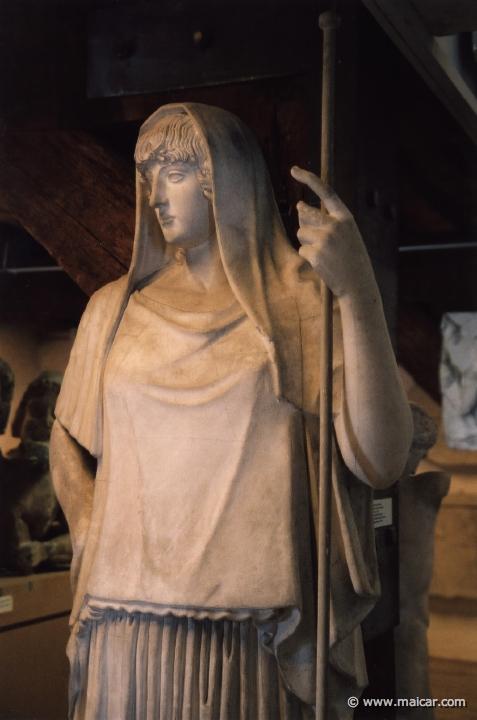 hestia statue staff